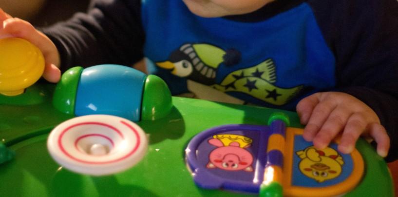 s lection de jouets pour les enfants de moins de 3 ans. Black Bedroom Furniture Sets. Home Design Ideas