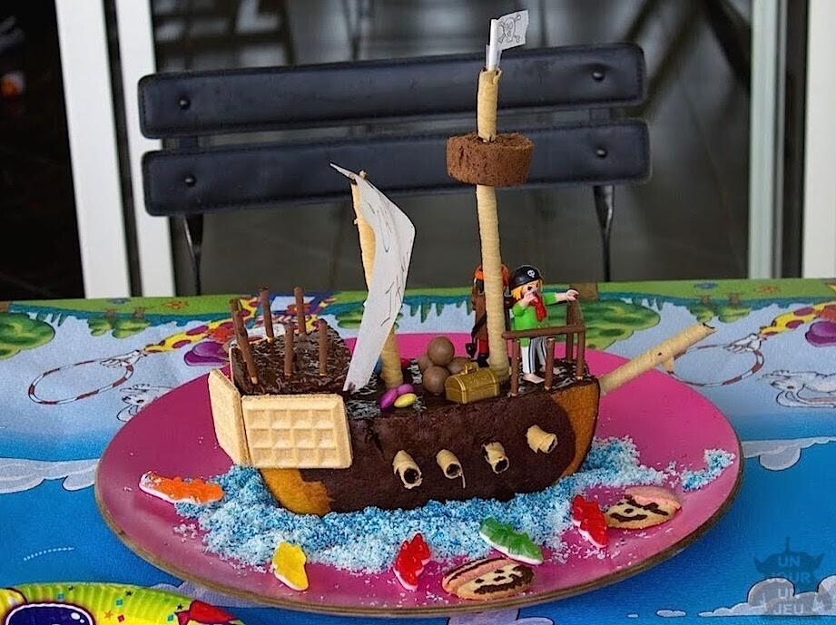 g teau d 39 anniversaire bateau de pirates r aliser un g teau rigolo. Black Bedroom Furniture Sets. Home Design Ideas