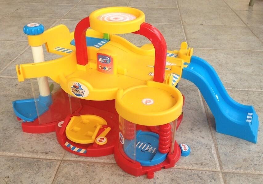 S lection de jouets pour les enfants de moins de 3 ans for Garage petit noisy