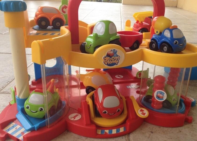 Vroom planet c 39 est l 39 aventure un super garage pour les for Garage petit noisy