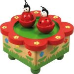 New-Classic-Toys-9381-Bote--Musique-Coccinelles-0