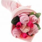 Bouquet-de-layette-traditionnelle-rose-0