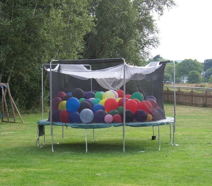 Ballons et trampoline