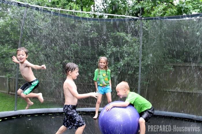 Jet d'eau et trampoline