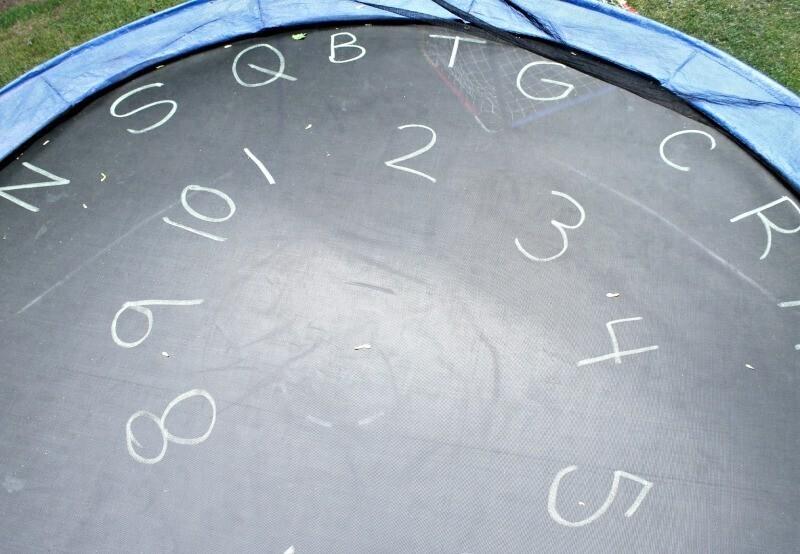alphabet et trampoline