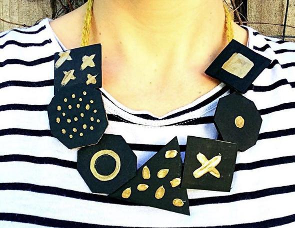 Collier en carton : DIY fête des mères