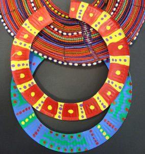 Collier africain en carton