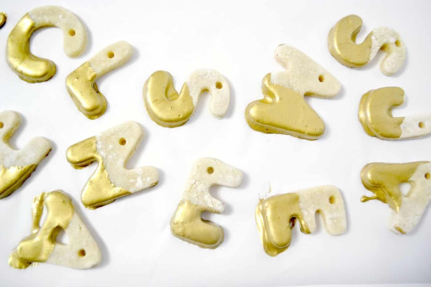 lettres de l'alphabet en pâte à sel
