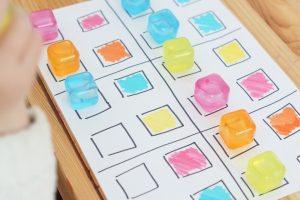 jeux de couleurs avec des glaçons