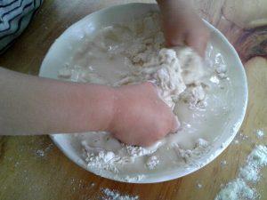 pétrir pâte a sel
