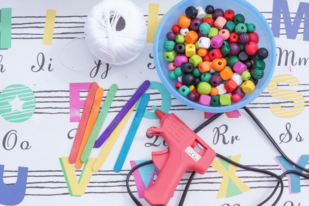 Diy Avec Des Perles Un Carillon Printanier Coloré Un Jour Un Jeu