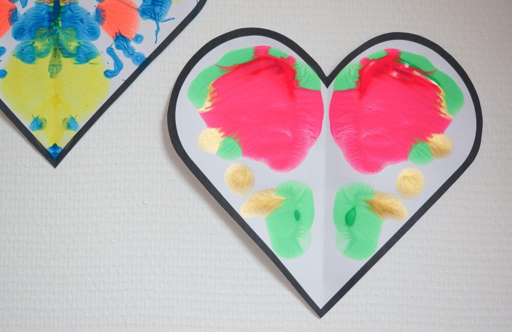 peinture en symétrie à partir de coeur. activité manuelle