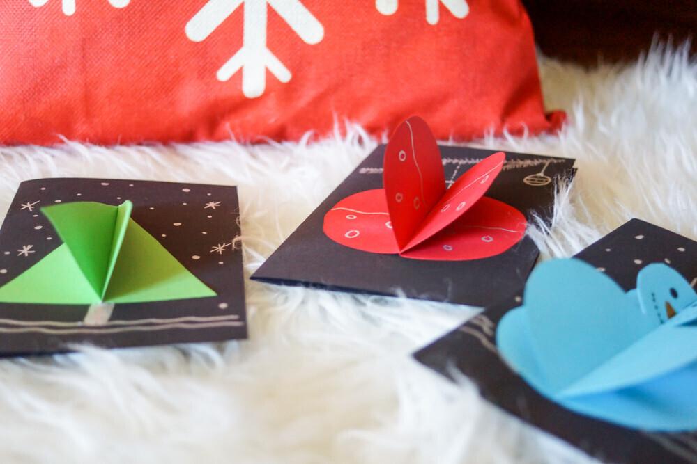 Idée carte de voeux pour Noël, christmas, activité de Noël, Activité manuelle, simple et rapide, boule de noël, bonhomme de neige, sapin , un jour un jeu