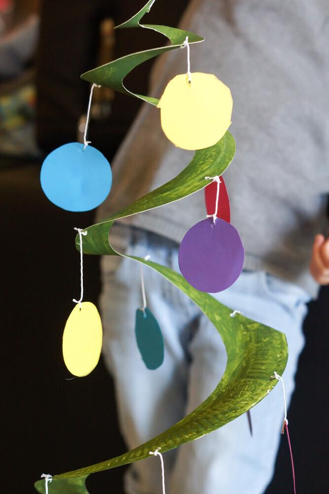 Activité manuelle de Noël, activité, peinture, Christmas, sapin de Noël, recyclage, assiette en carton, un jour un jeu