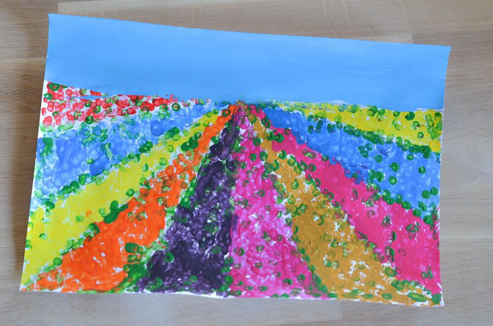 Activité manuelle sur le thème du printemps. Activité créative Peinture au coton tige Un jour un jeu Idée activité pour enfant Champ fleurie en perspective