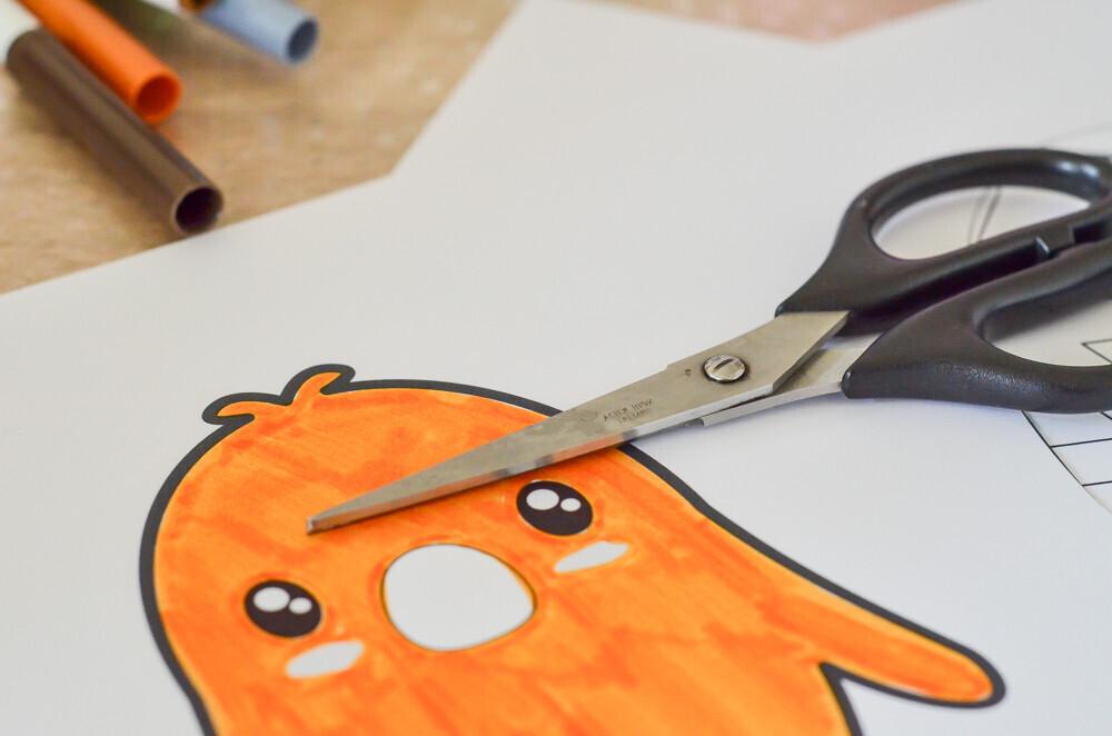 Activité manuelle sur le thème de Pâques, Activité créative. Réalisation d'une guirlande de pâques avec des lapins, des oeufs et des poussins. A colorier ou à peindre Un jour un jeu