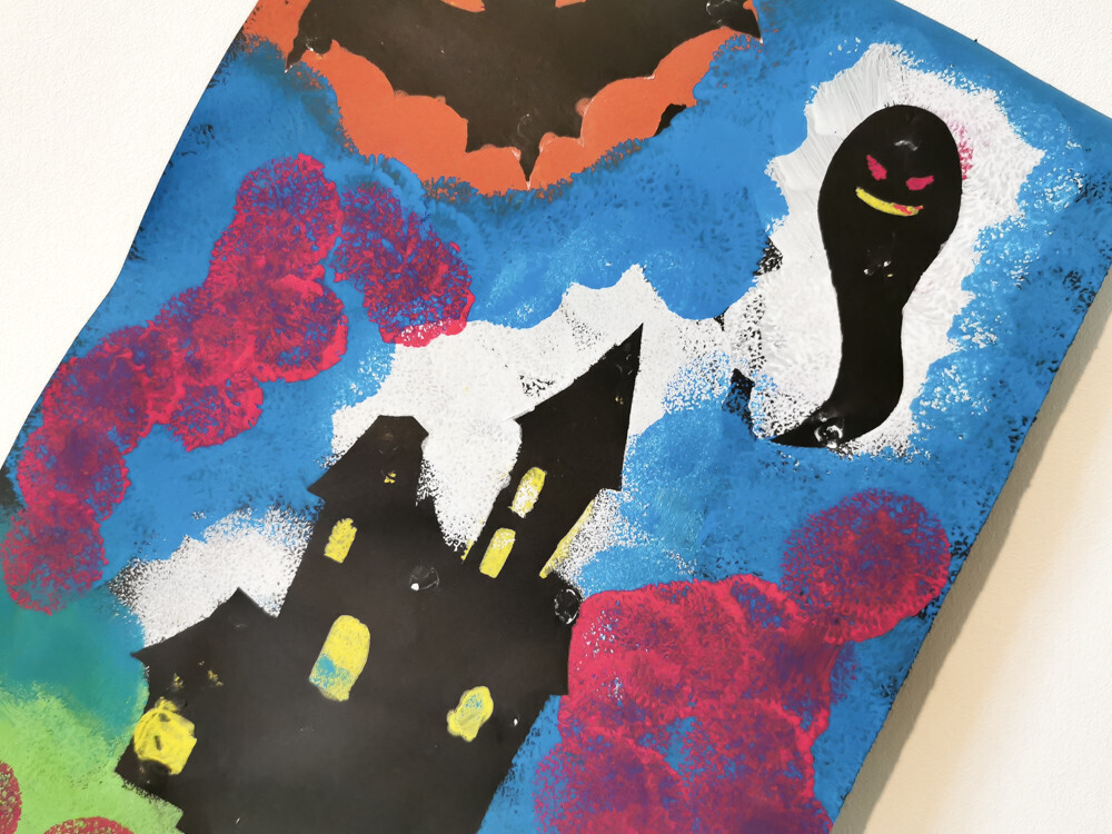 Une toile d'Halloween réalisée avec des pochoirs