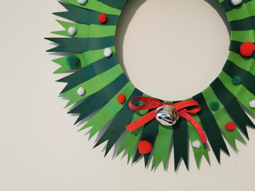 Une jolie couronne de Noël en papier