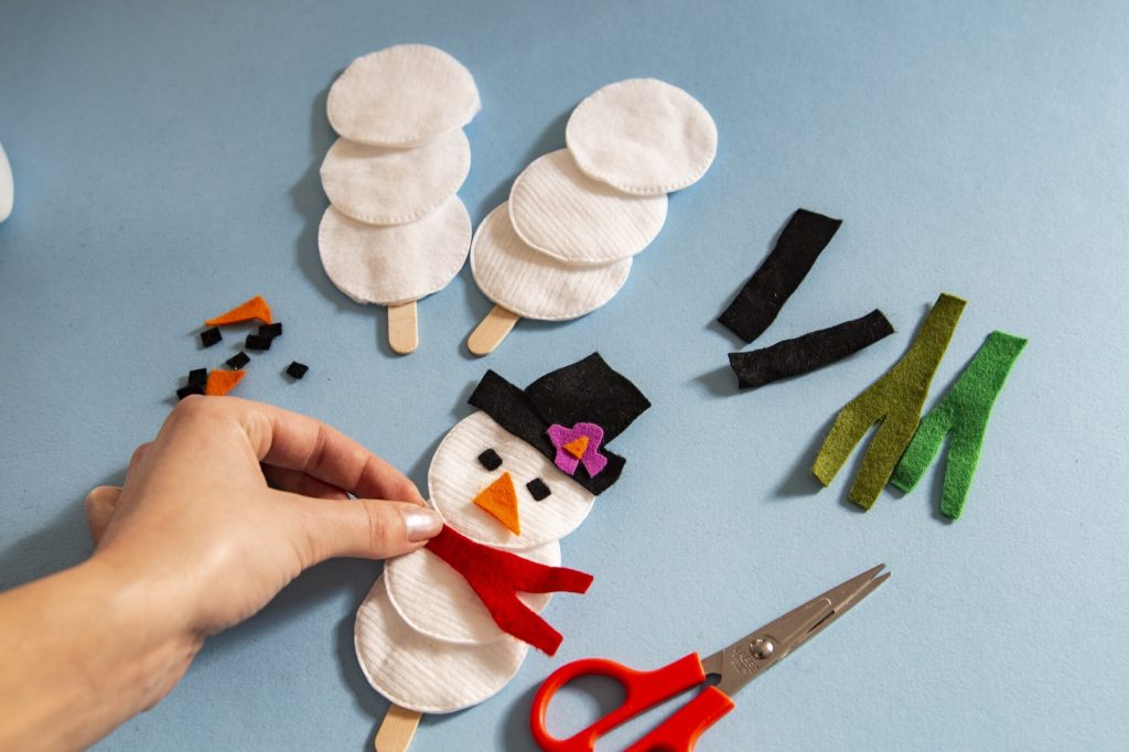 Bonhomme de neige marionnette - étape 3